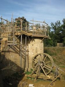Le château-fort de Guédelon en construction.