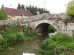 Le joli petit pont à l'entrée du village